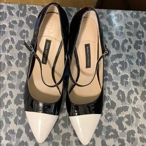 Dana Buchman BLK AND WHITE HEELS